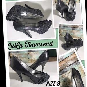 LuLu Townsend size 8 black shimmering heels.